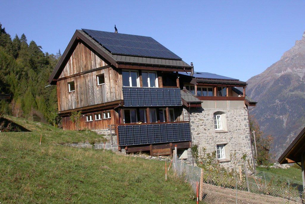 Aufdachanlage Hotel Balance Schweiz © Stromaufwaerts photovoltaik Gmbh 2