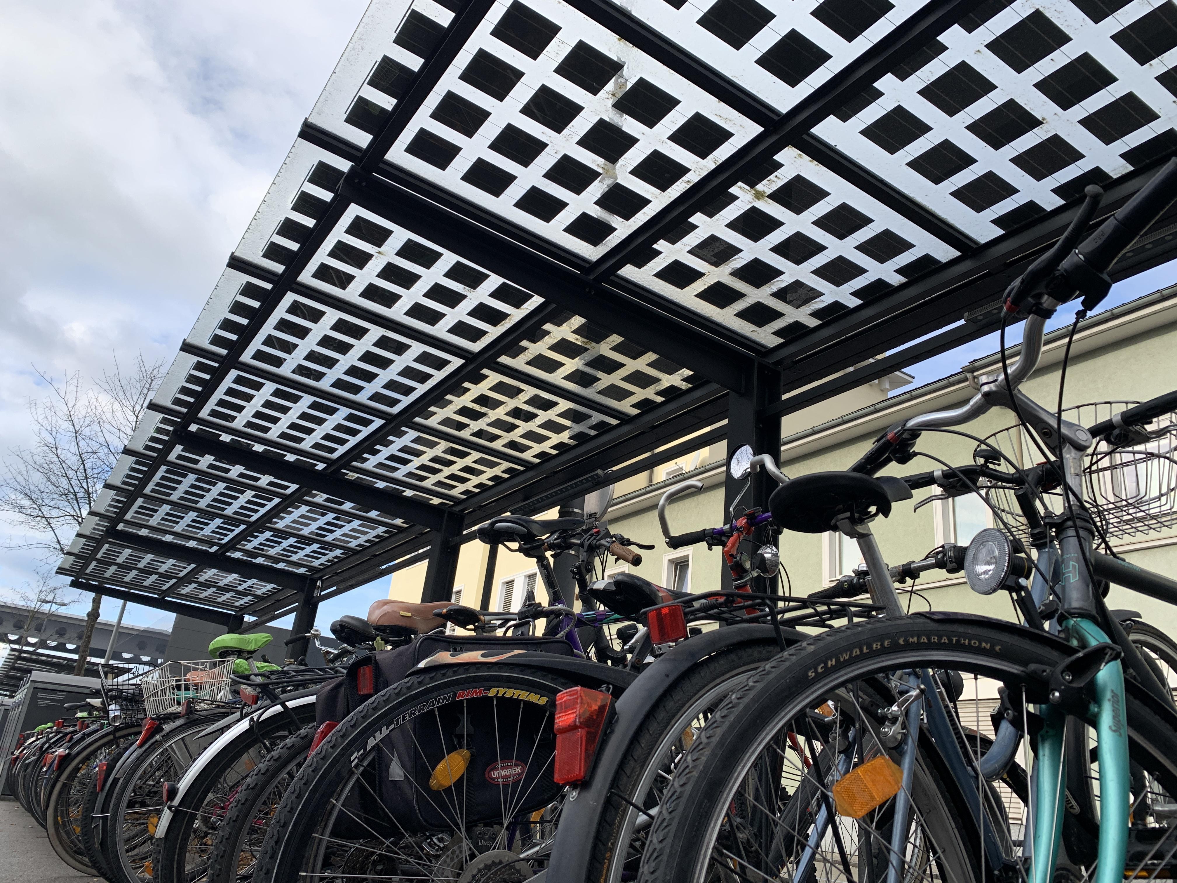 PV-Überdachung über einem Fahrradabstellplatz in Wels © Bundesverband Photovoltaic Austria